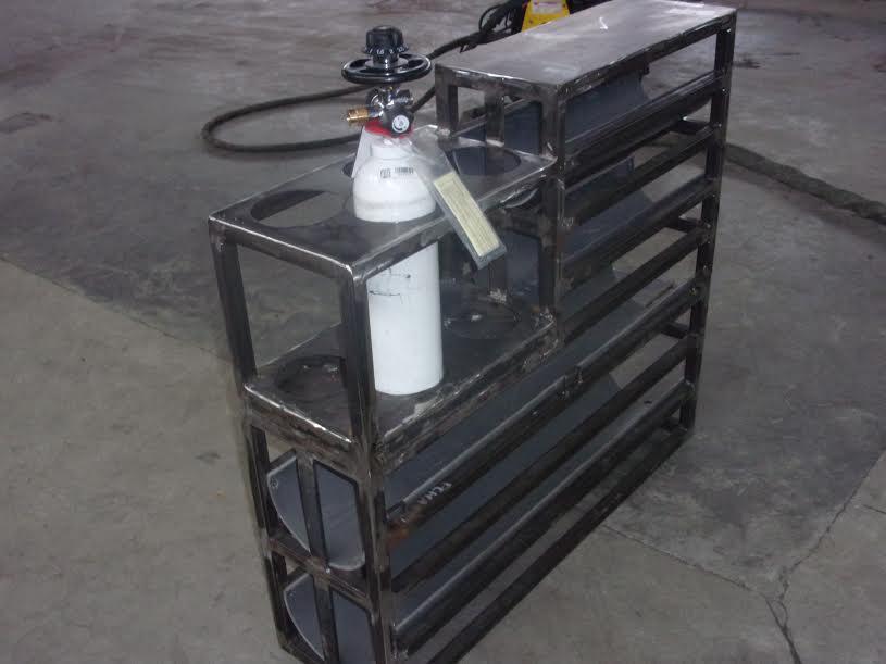 Rack à bouteilles à oxygène dans véhicule de livraison 2